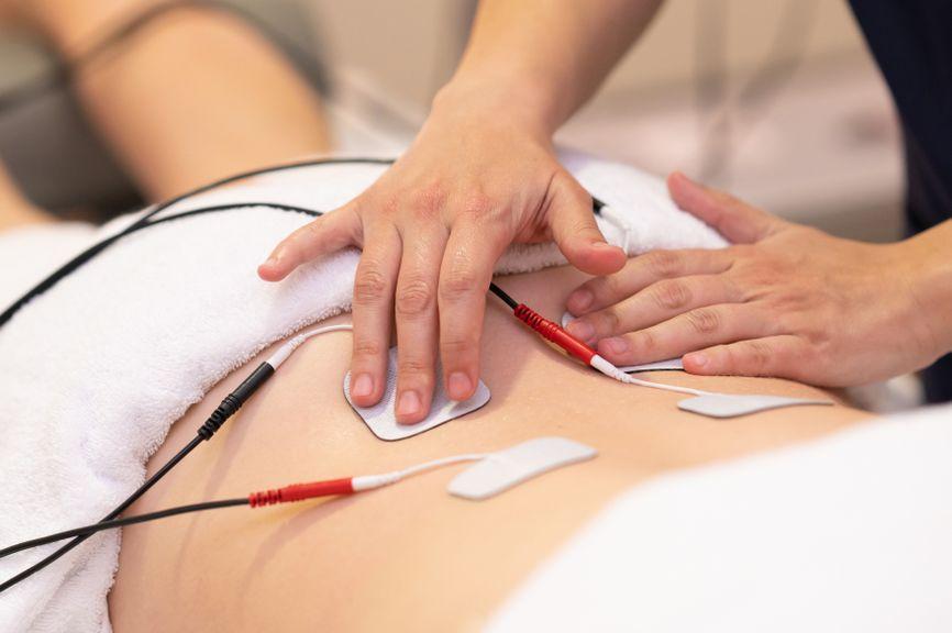 Elektroden für TENS weren befestigt