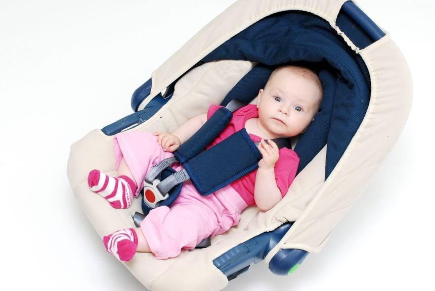 Baby im Autobabysitz; Maxi Cosi