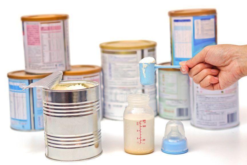 diverse Milchpulver, Schoppenpulver, Messlöffel