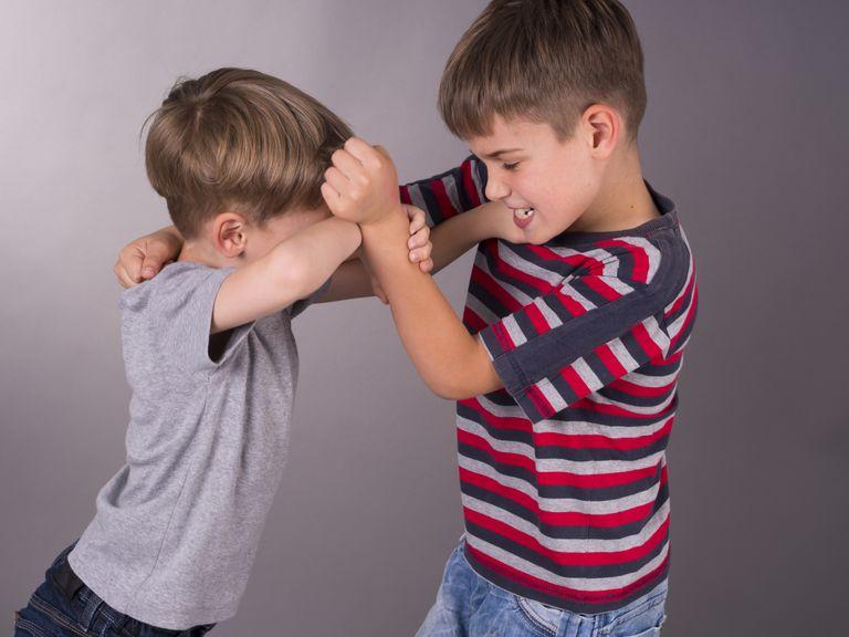 zwei  streiten