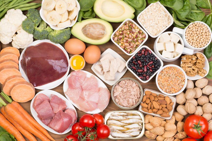 Diverse Lebensmittel für die gesunde Ernährung