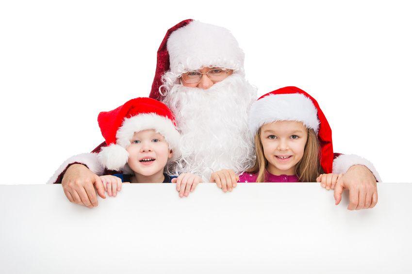 Samichlaus mit zwei Kindern im Arm