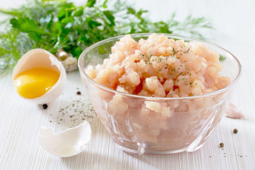 Fischtartar,Mageres Fleisch und aufgeschlagenes Ei