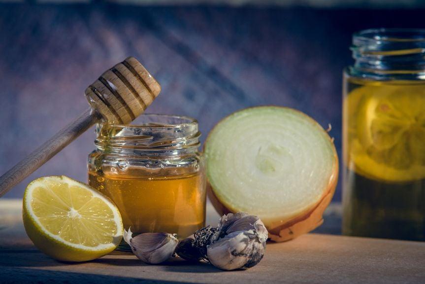 Honig, Tee, Zitrone, Zwiebel