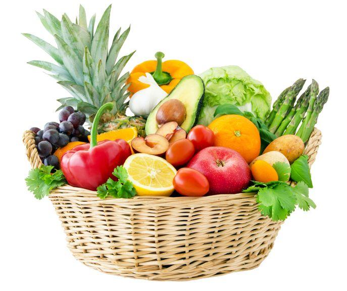 Korb mit Früchten und Gemüse