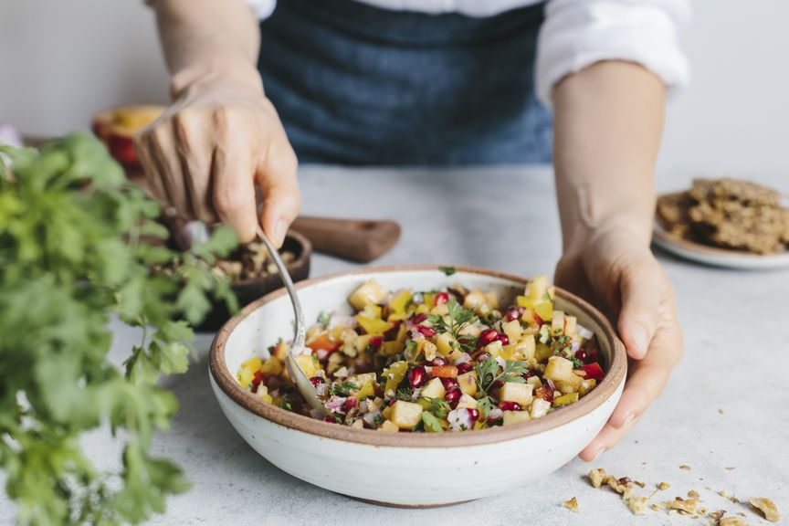 Salat aus Früchten und Nüssen
