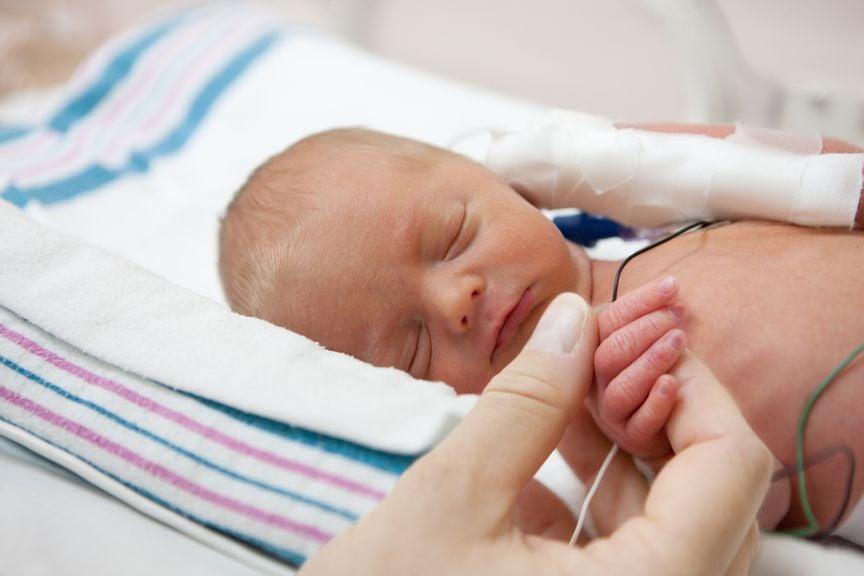 Frühgeborenes im Inkubator
