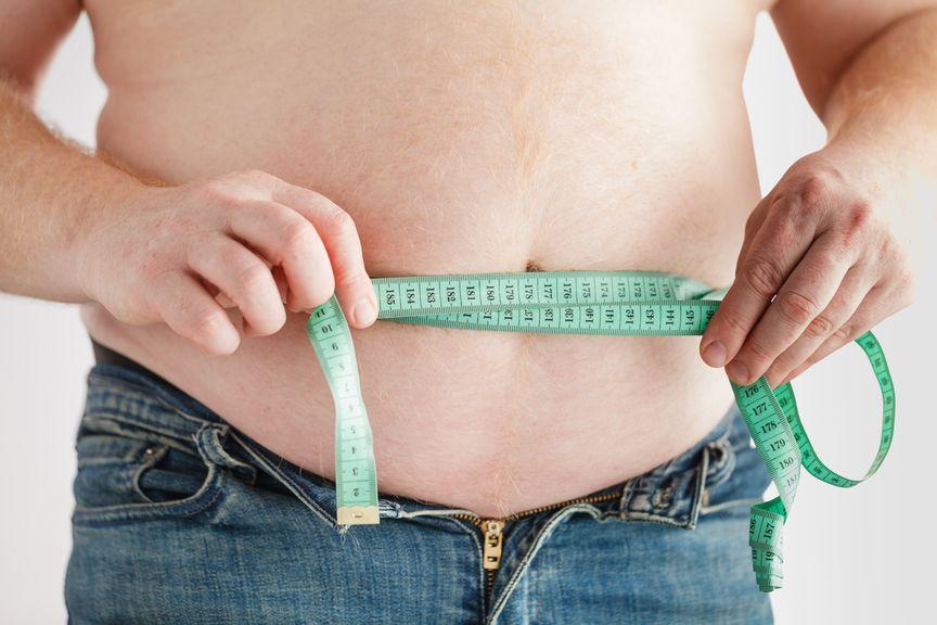 Bauch mit Zentimeter
