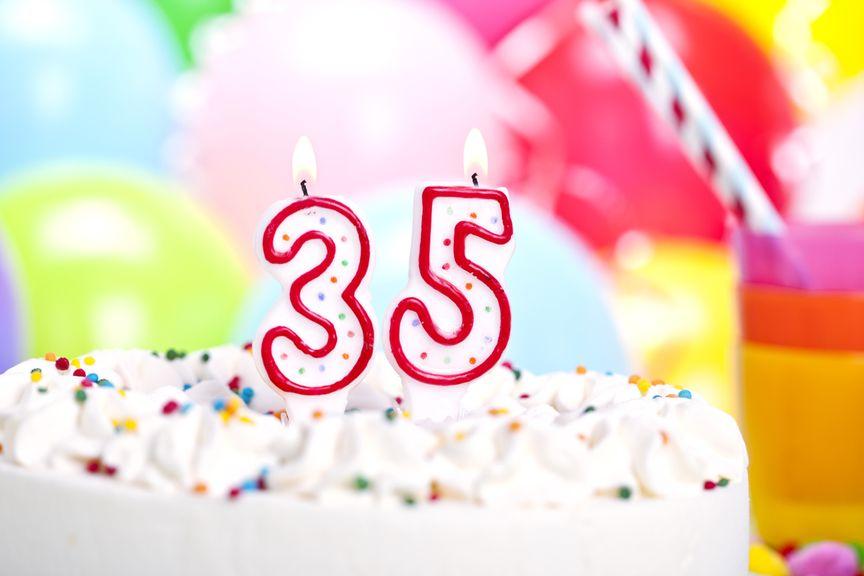 Geburtstagstorte mit Zahlenkerzen