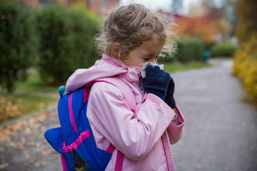 Schulkind mit Schnupfen