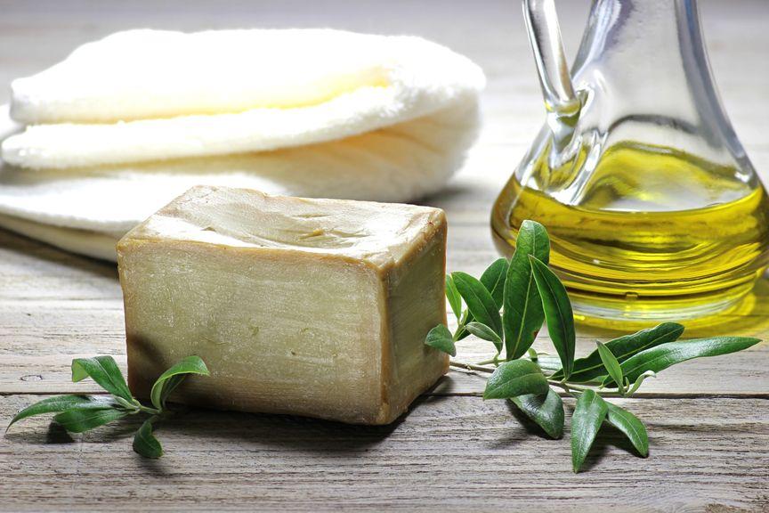 Seife, Kräuter und Öl