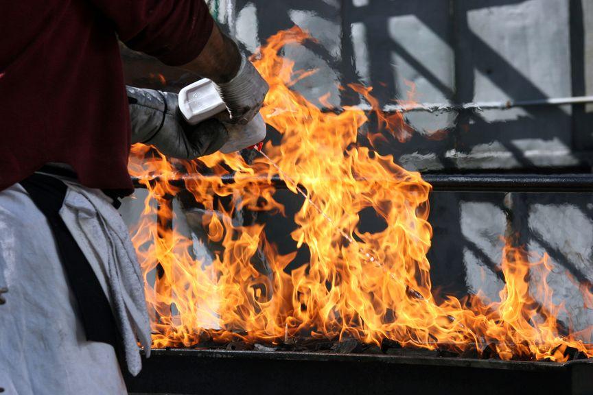 Kein Brandbeschleuniger beim Grillieren