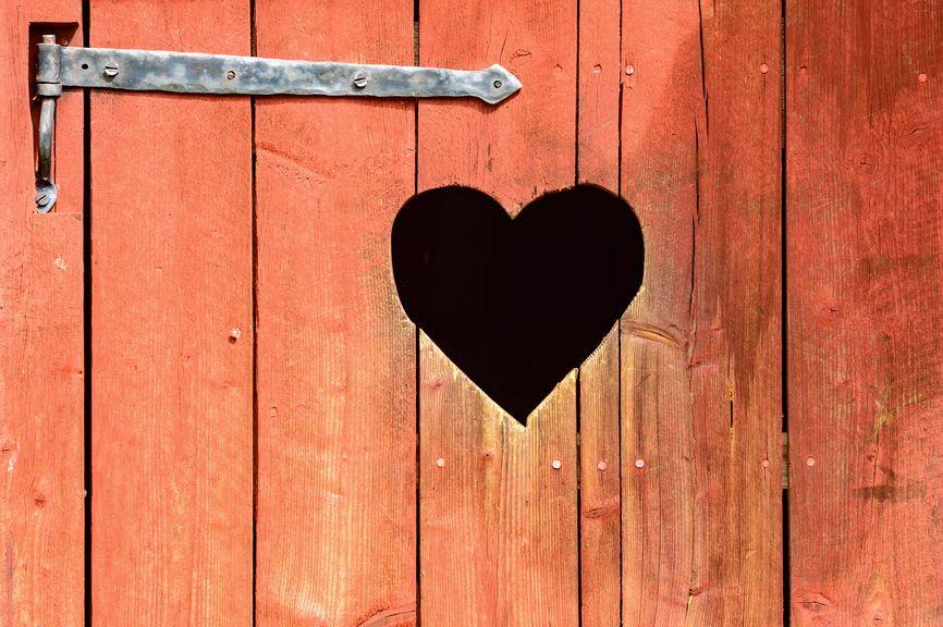 Holztüre mit Herz