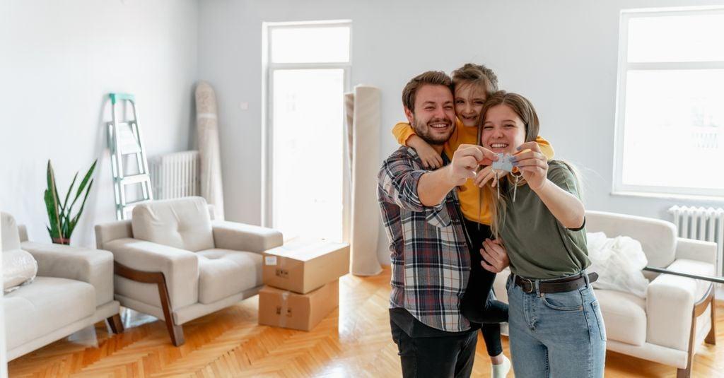 Familie im neuen Zuhause