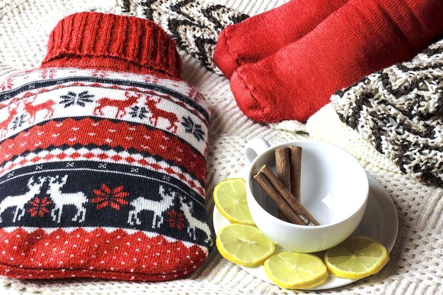 Wärmflasche und warme Socken