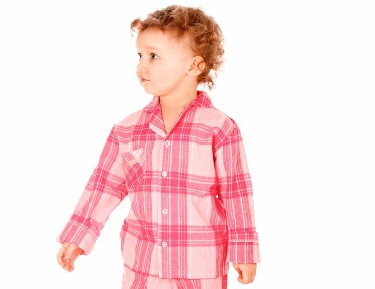Kind im Schlafanzug