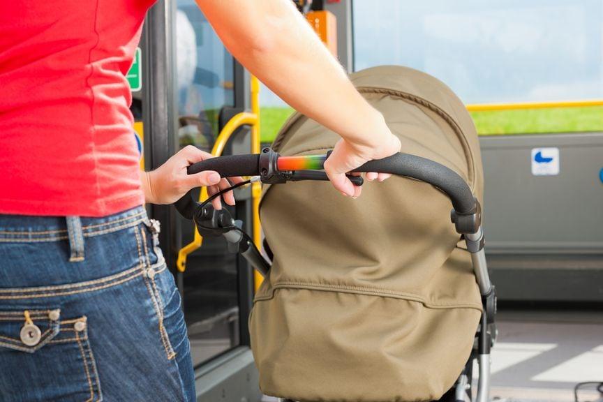 Mit dem Kinderwagen im öffentlichen Verkehr