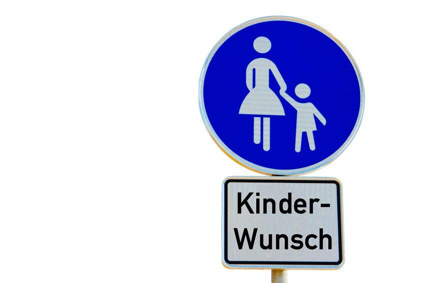 Strassentafel, Frau mit Kind an der Hand
