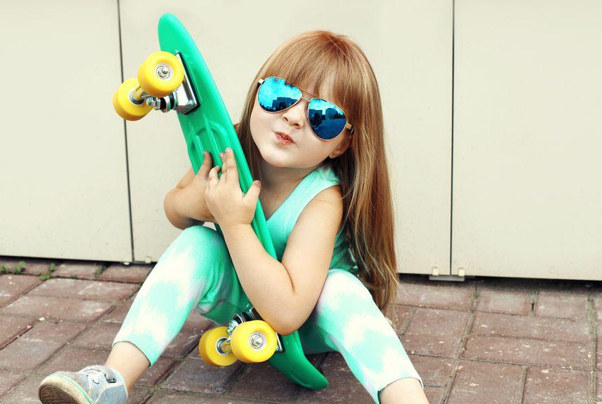 Mädchen mit dem Skateboard