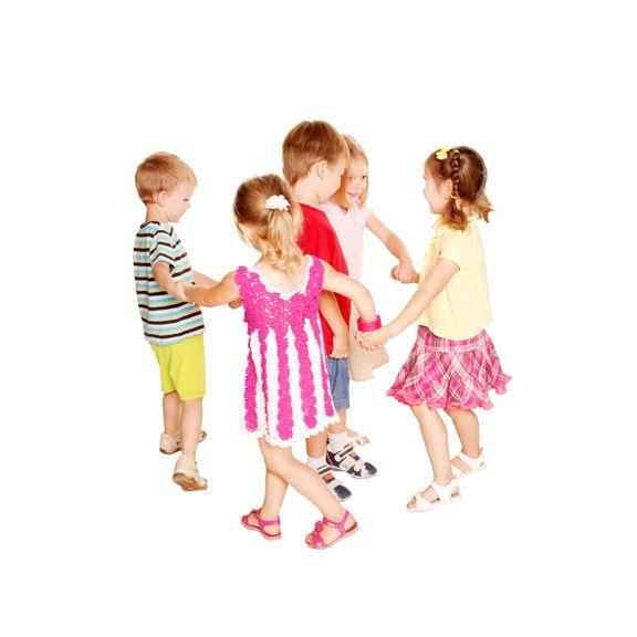 Kinder tanzen Ringelreihen