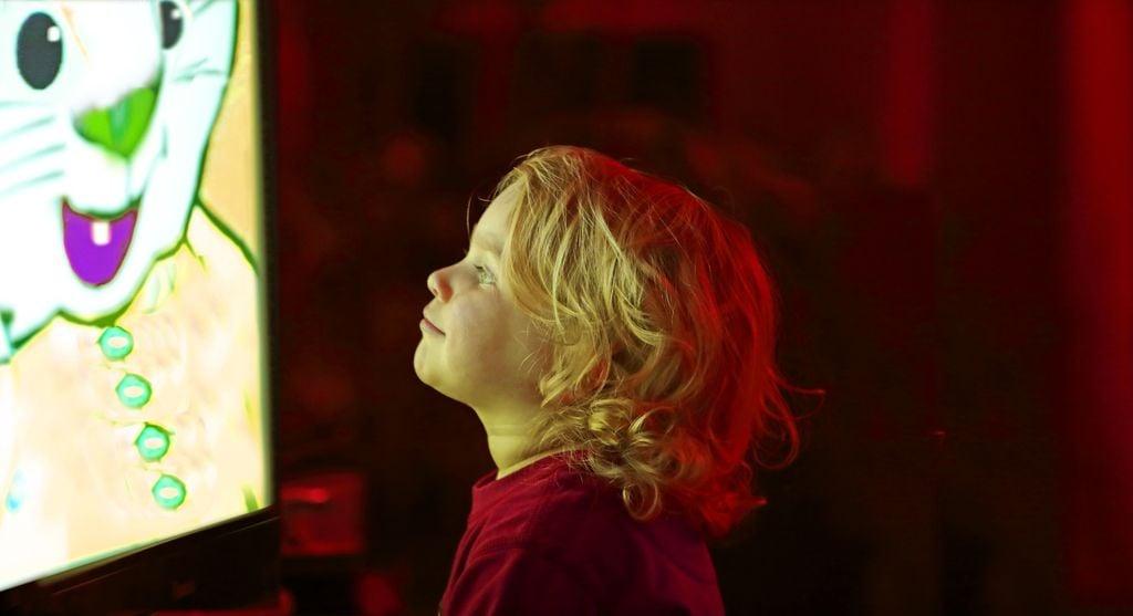 Kind vor dem Fernseher