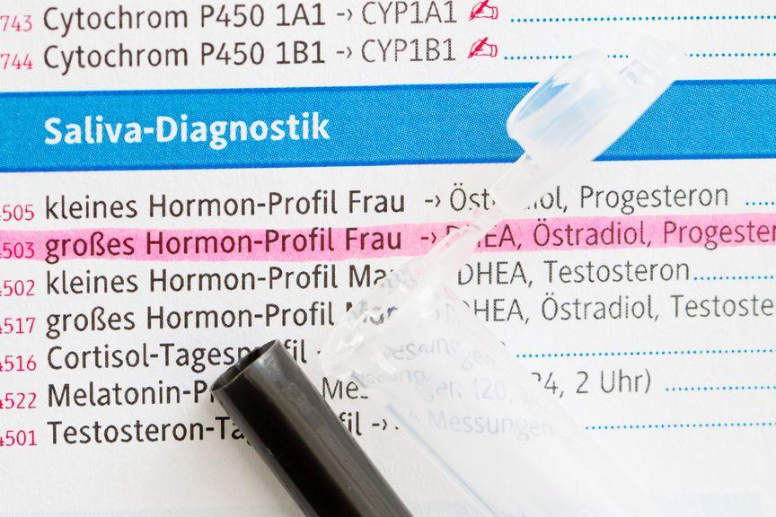 Untersuchungsblatt für ein Hormonprofil bei der Frau; Diagnostik wegen Kinderwunsch, Salvia Diagnostik