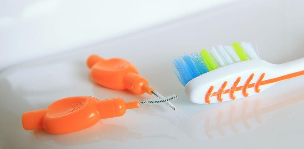 Zahnbürste und -sticks