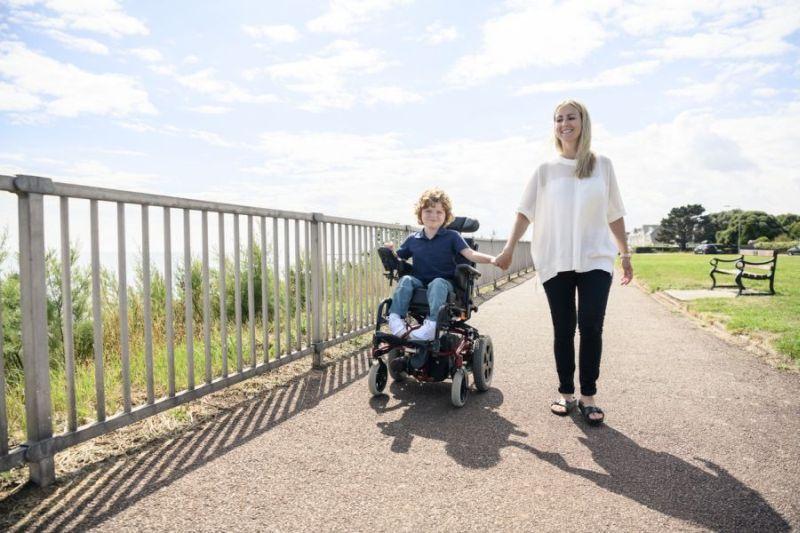 Duchenne Muskeldystrophie, Junge im Rollstuhl