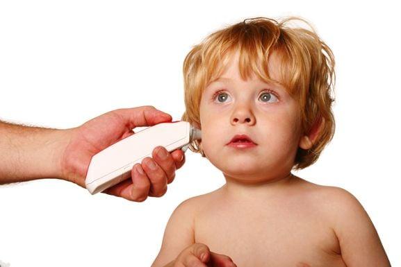kind Kinderarzt ohr Fotolia L